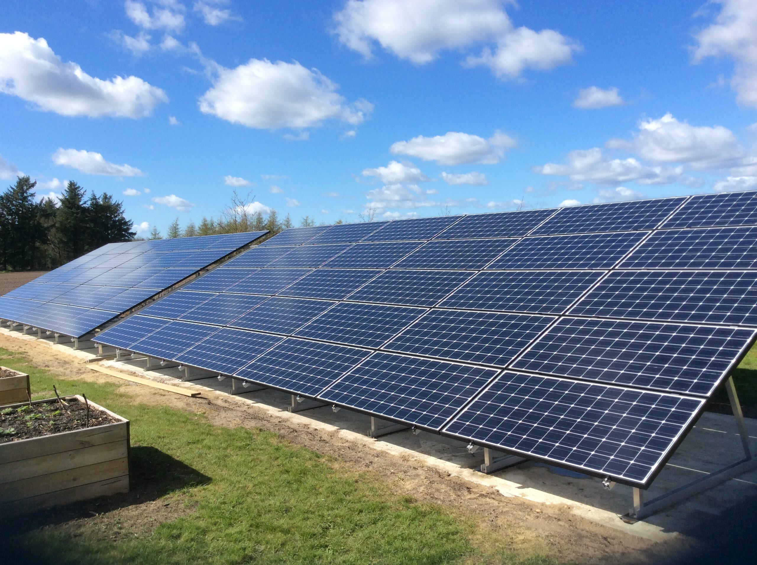 Hvordan gør jeg mine solceller rene?