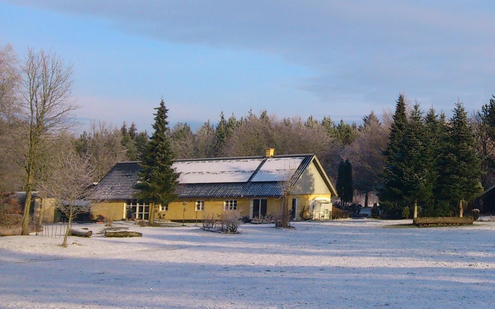 Solcelleanlæg i vintervejr