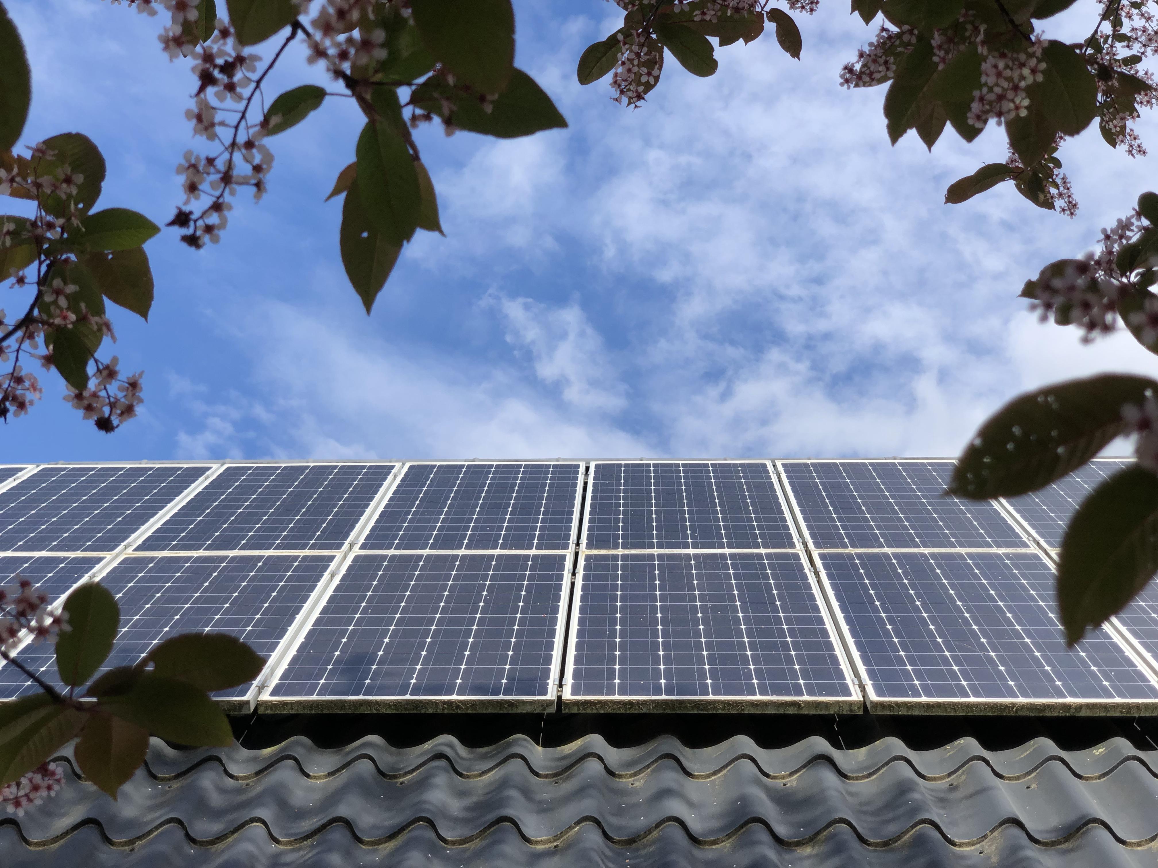 Må jeg algebehandle mit tag med solceller monteret på?